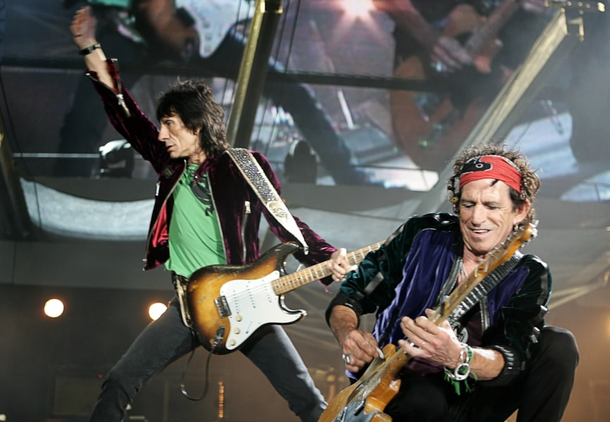 LONDON - AUGUST 20:  The Rolling Stones members Keith Richards and Ron Wood (L) perform on stage at Twickenham Stadium on August 20, 2006 in London, England.