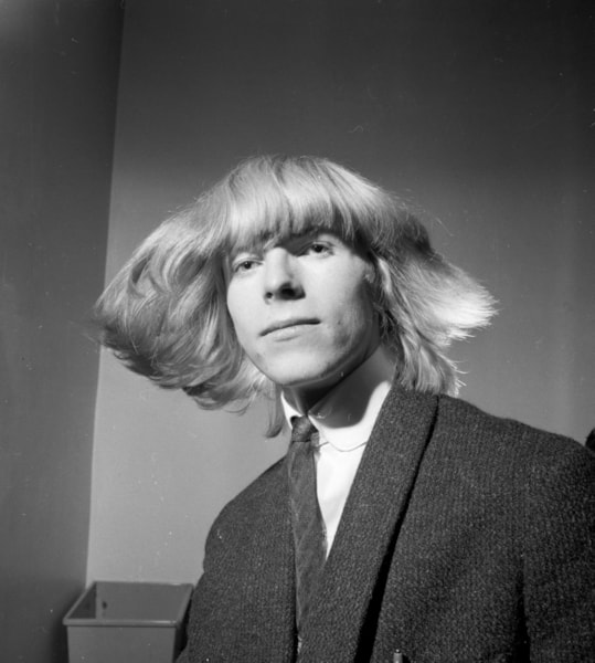 3rd March 1965:  British pop star Davy Jones before he changed his name to Bowie following the success of the Monkees and their lead singer Davy Jones.  (Photo by Potter/Express/Getty Images)