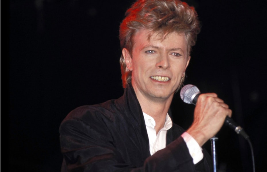 SYDNEY - JANUARY 01:  SINGER DAVID BOWIE PERFORMS DURING HIS GLASS SPIDER TOUR IN 1987,  AT SYDNEY ENTERTAINMENT CENTRE. (Photo by Patrick Riviere/Getty Images).