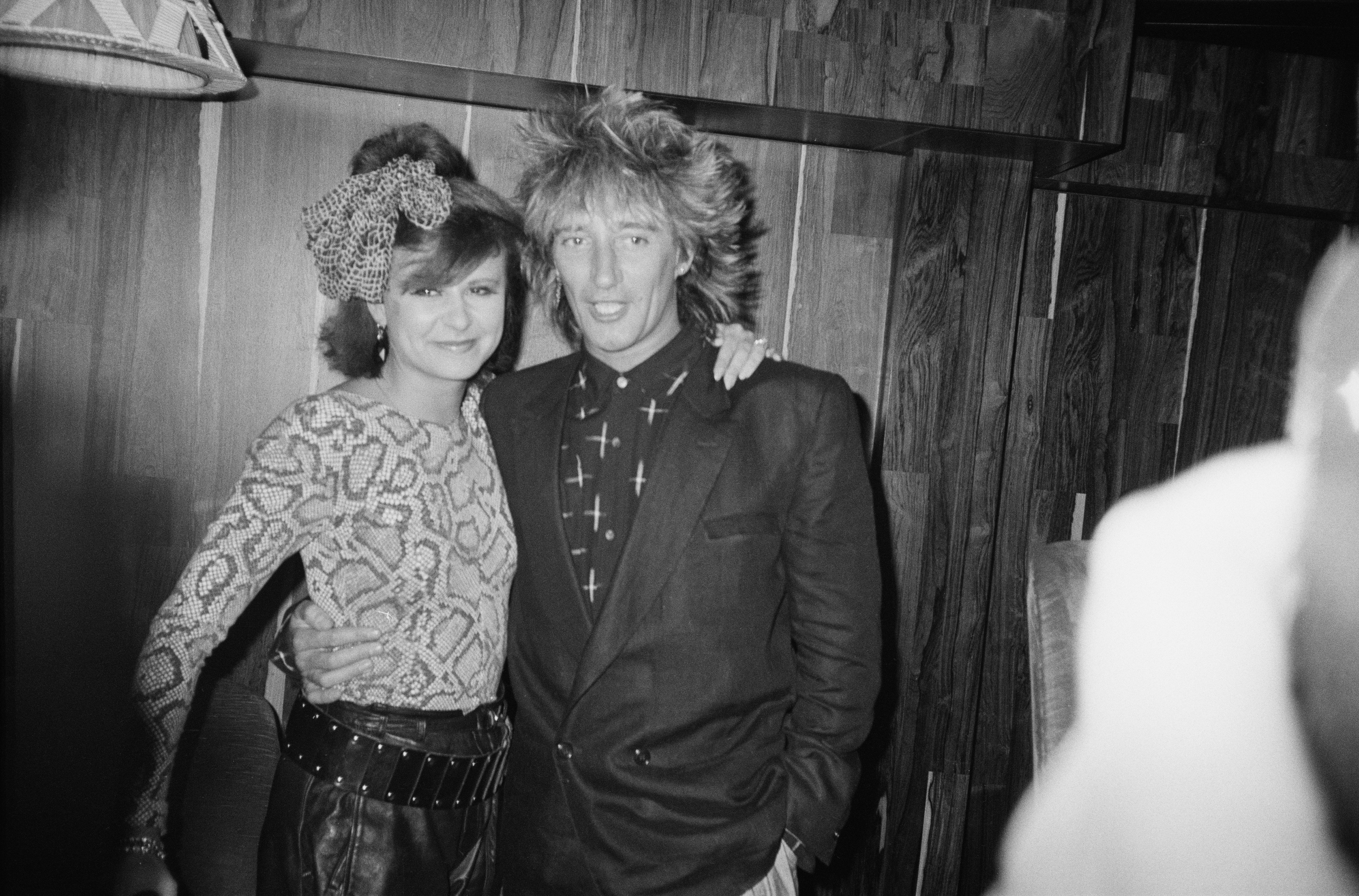 British singer, songwriter and musician Rod Stewart with singer, actress and comedienne Tracey Ullman, 15th May 1984. (Photo by P. Shirley/Express/Getty Images)