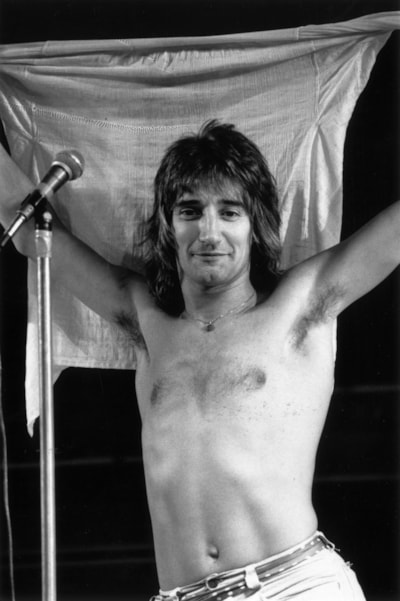 26th October 1976:  British rock singer Rod Stewart has performed with the Jeff Beck Group and the Faces but began a successful solo career in 1976 and had his first number 1 single in 1978 (Do Ya Think I'm Sexy?).  (Photo by Graham Morris/Evening Standard/Getty Images)