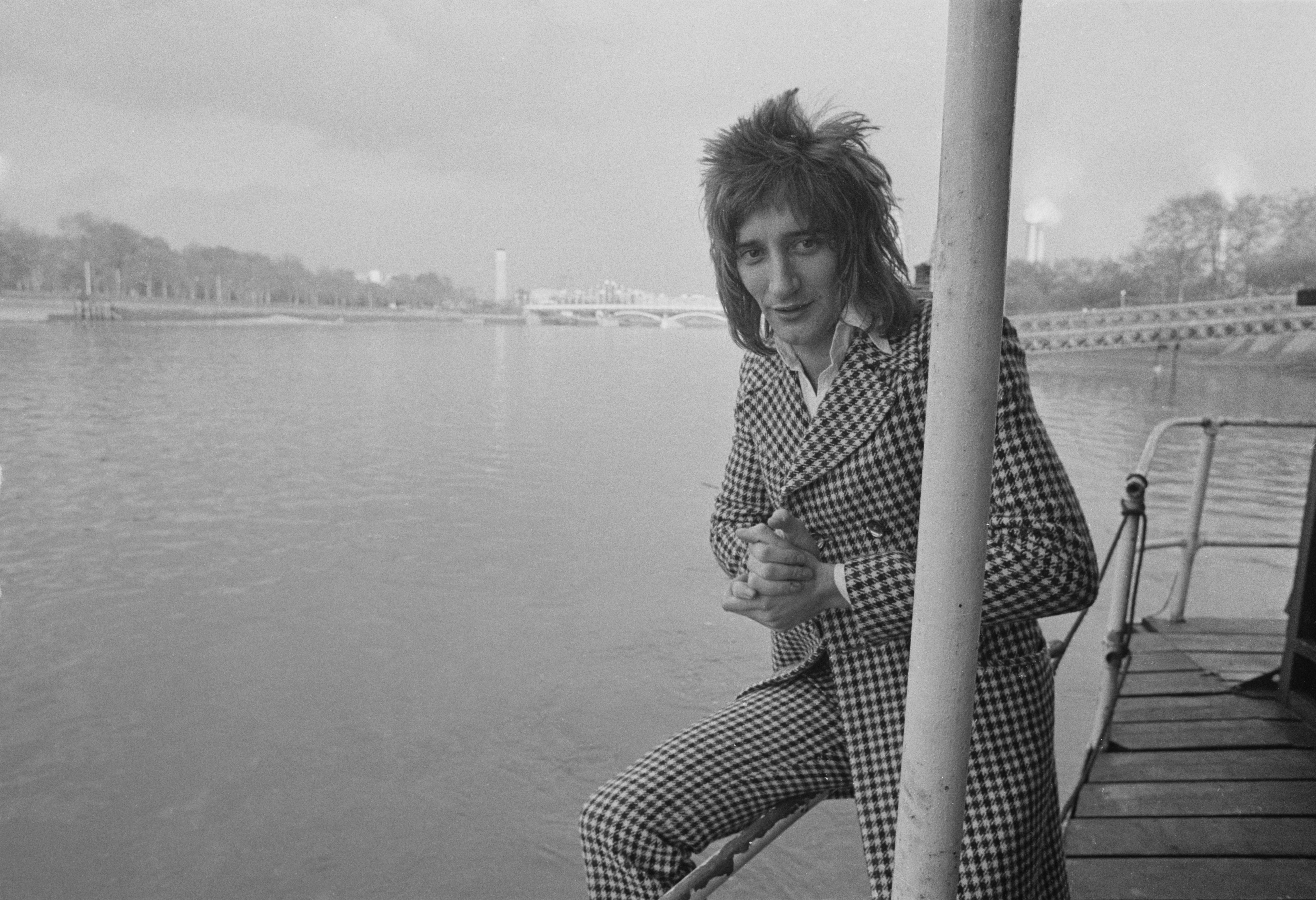 British rock singer and songwriter Rod Stewart awarded by 'Disc' magazine 'Top International Vocalist', London, UK, 15th February 1973. (Photo by Jack Kay/Daily Express/Hulton Archive/Getty Images)